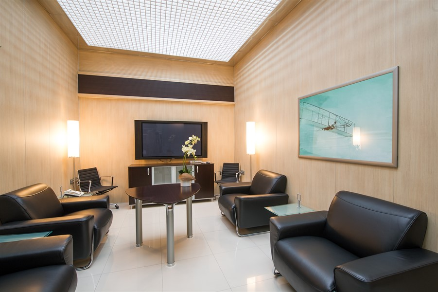 Comfortable lounge & conference rooms